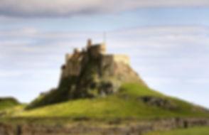 1200px-LindisfarneCastleHolyIsland.jpg