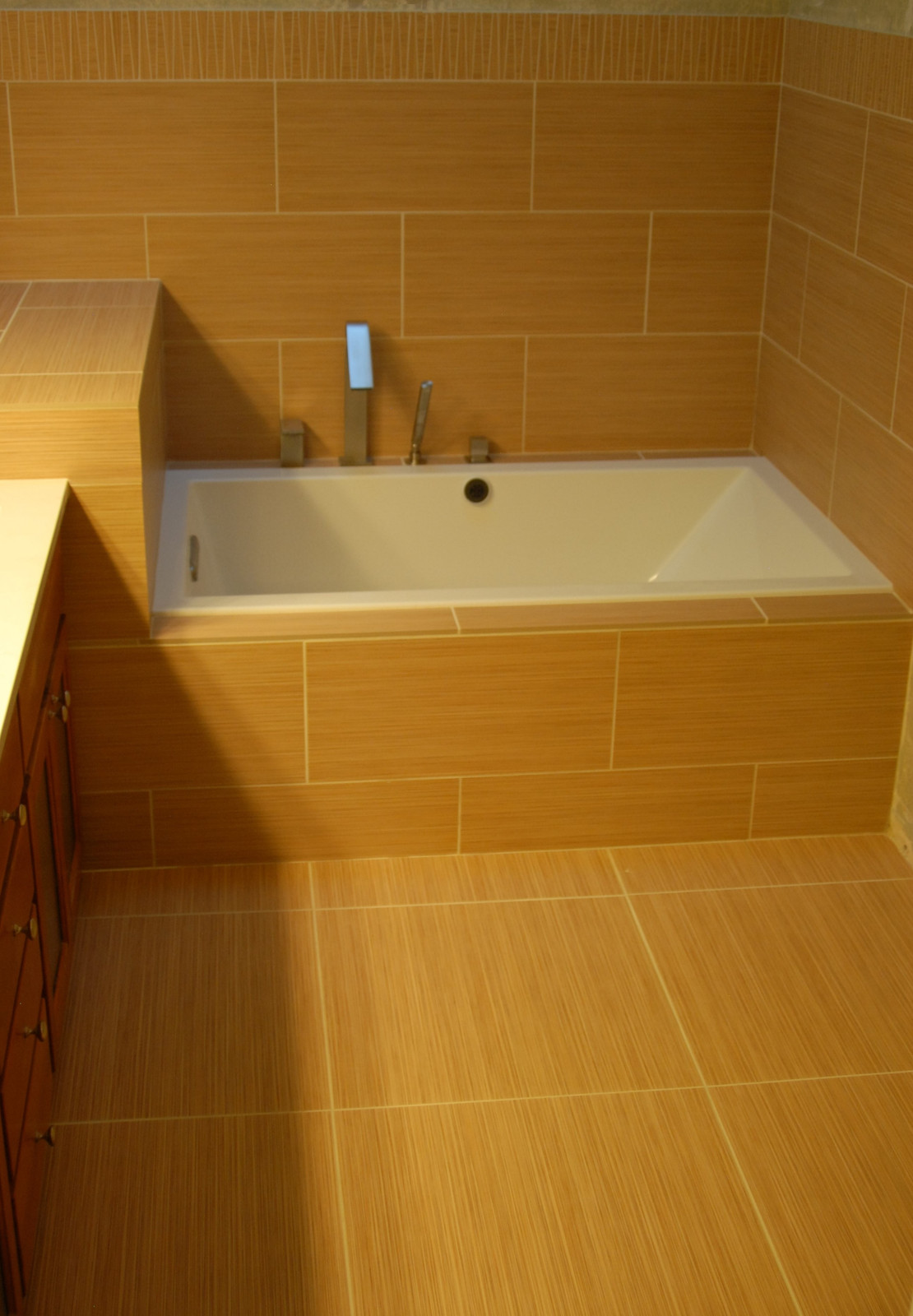 Jacuzzi Tub With Large Format Tile