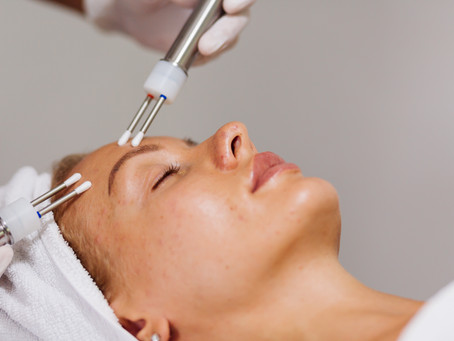 The Microcurrent Face Lift Facial: Turn Back the Clock Without Invasive Surgery