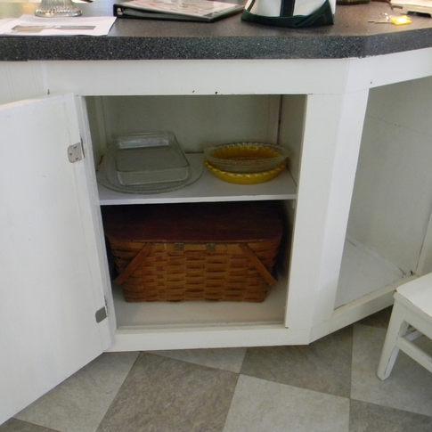 Bakeware and picnic basket.