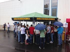 Auch bei Regen bieten der Grillstand viele Unterstellmöglichkeiten