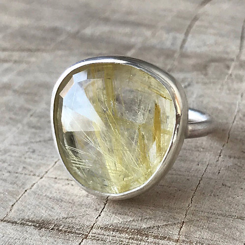 SUN SHOWER  Golden rutilated quartz  ring