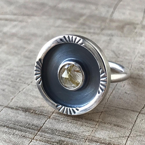 SUNBEAMS Rutilated quartz frame ring