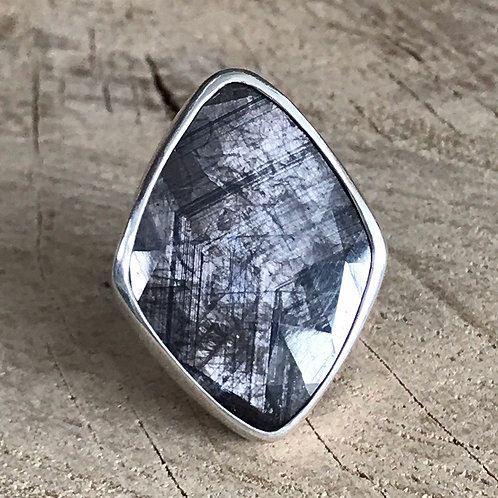 HEX MATRIX Natural matrix silk sapphire ring