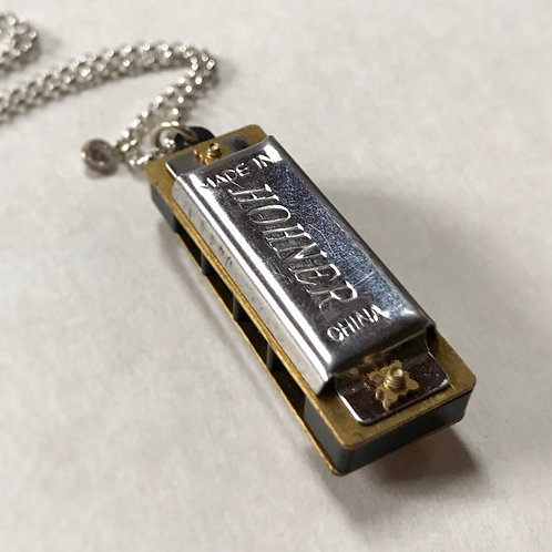 Traveling band working harmonica necklace