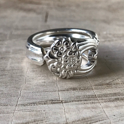 Floral open work spoon ring size 10