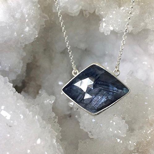 MAGIC MOUNTAIN blue grey sapphire necklace