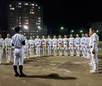 松商野球部の底上げを目的にBチームの指導を始めました。坂井副部長のもと、浮田常任理事(選手強化育成担当)を中心にOBが指導にあたらせていただいています。頑張れ松商👊😆🎵