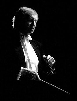 Janusz conducting.jpg