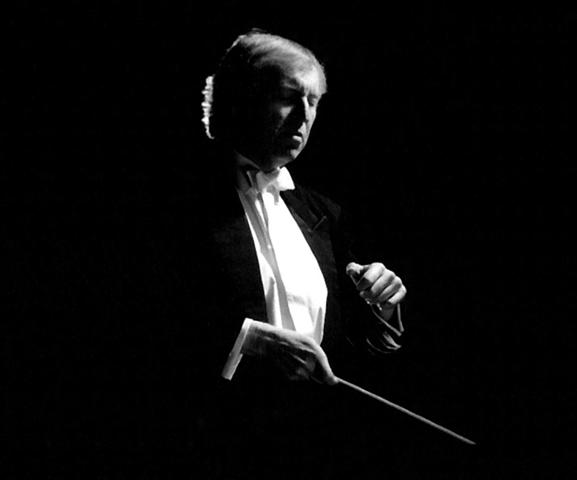 Janusz conducting