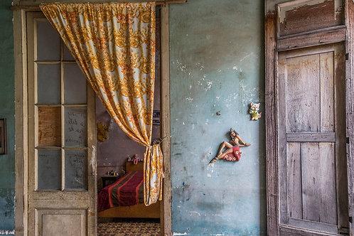 Hula Dancer by Maggie Gilman                        Photography 9x13