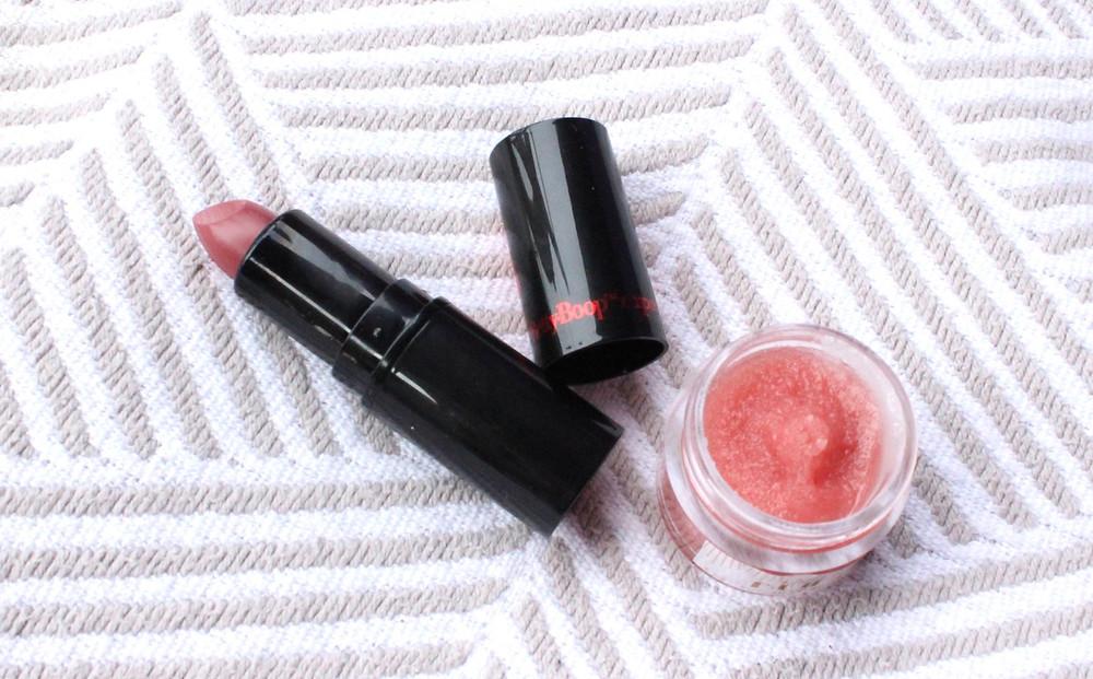 Lipstick shade: Mauve