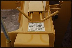 Adjusts sides of mold board on R600C aggregate gravel spreader
