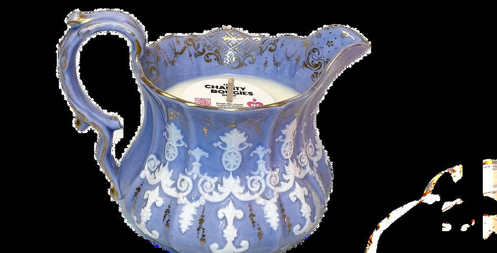 Bougie pichet rococo en porcelaine mauve