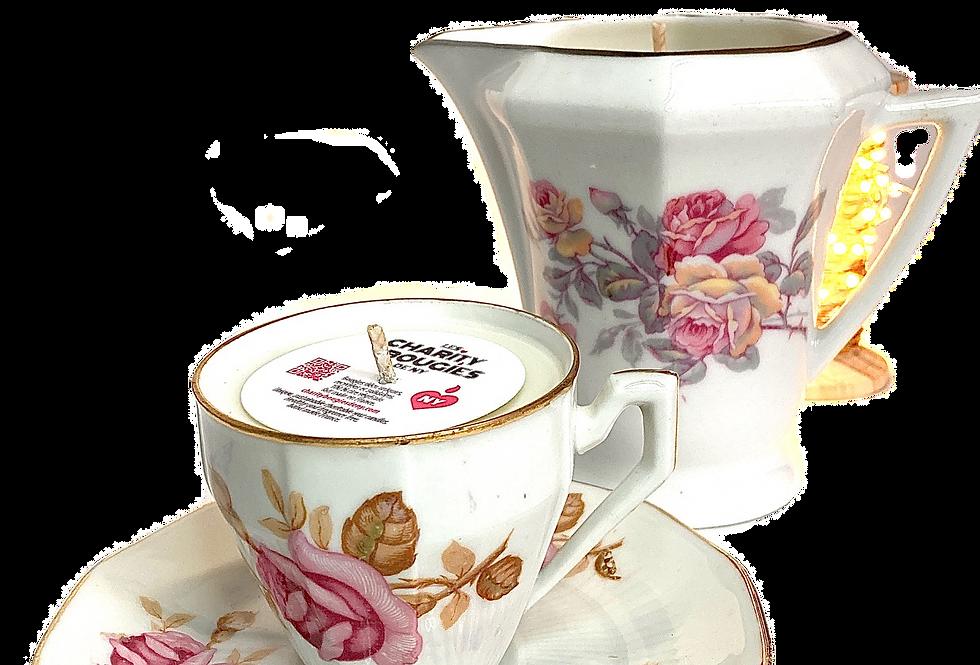 Ensemble tasse et pot à lait à la rose