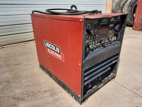 Used Welder - Lincoln Electric Idealarc TIG 300/300 - Single Phase