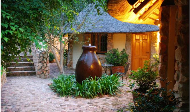 Aloe cottage courtyard
