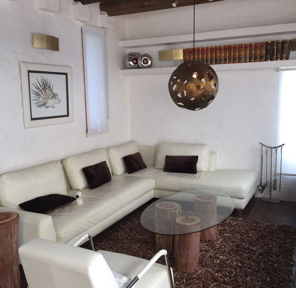 Lounge 2a.jpg