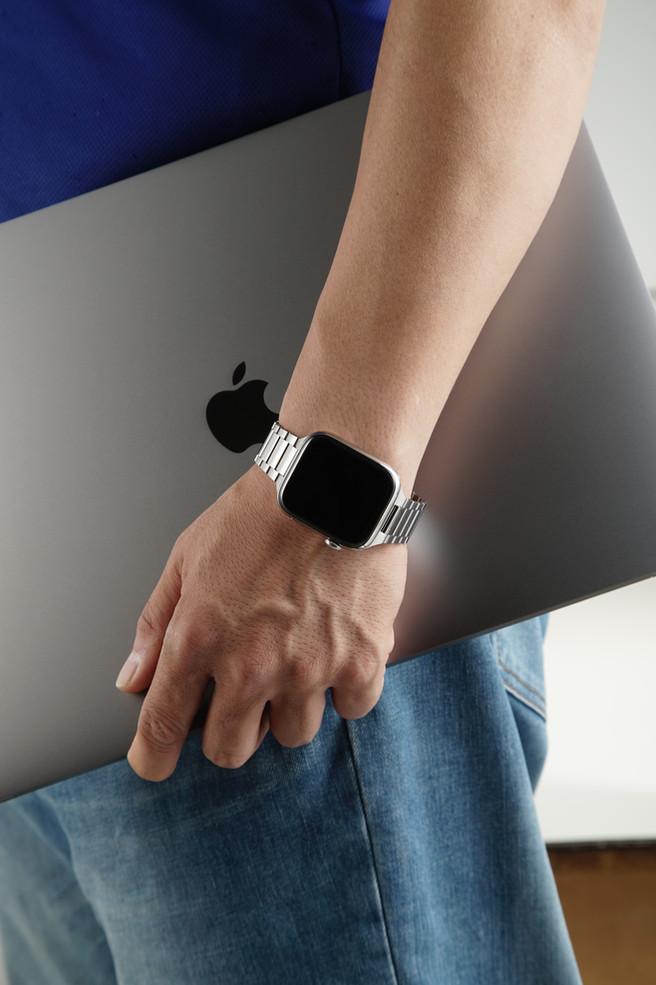 apple laptop X Harmony Titanium bracelet