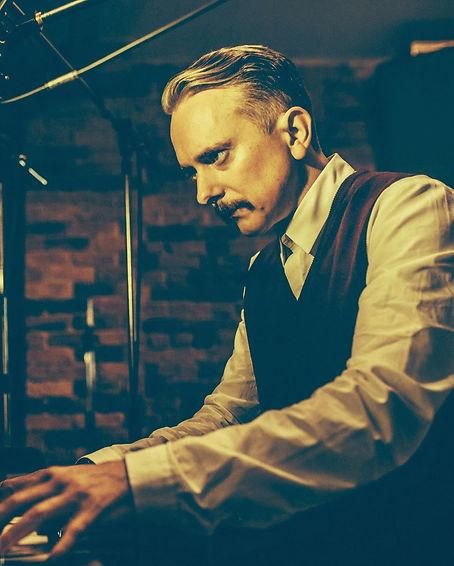 Keith Piano 10x8.jpg