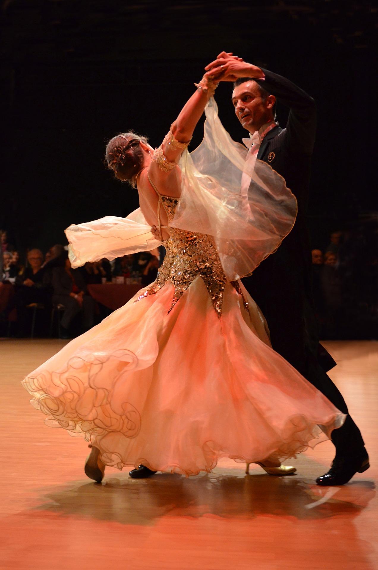 P17_dance-689609_1920