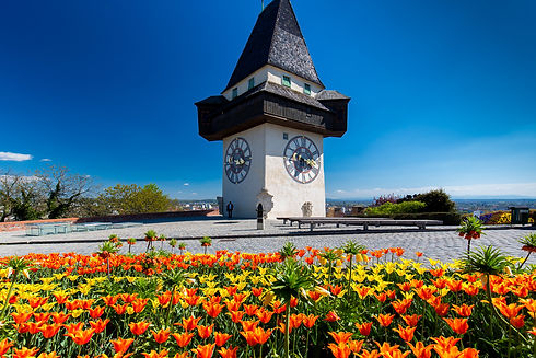 Uhrturm im Fruhling (c) Graz Tourismus -