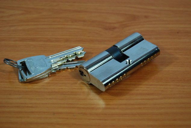 Canon E 100 laiton nicklé ( 3 clés )
