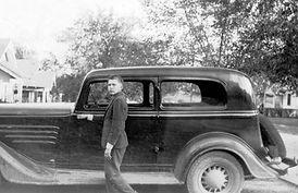 Carroll Shelby with car.jpg
