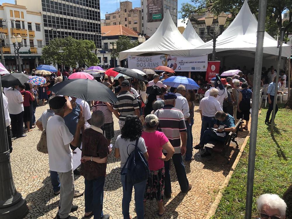 Força-tarefa reuniu centenas de pessoas no Largo do Rosário, em Campinas