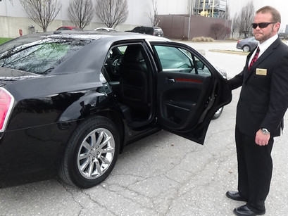 4 Benefits of Using a Chauffeured Service