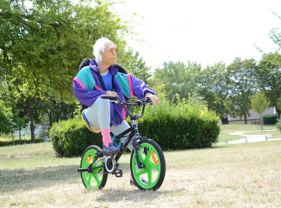 J'traine sur mon bycicle.