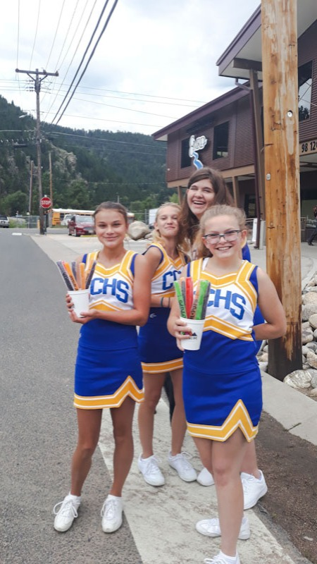 Cheerleaders volunteer for the GTIS