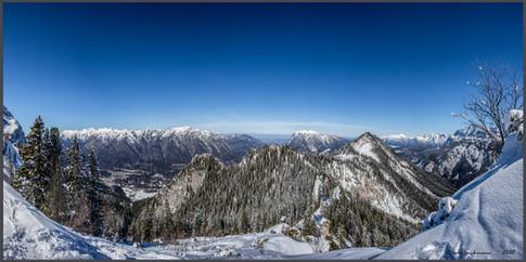 Zwischen Kreuzeck und Alpspitz.jpg