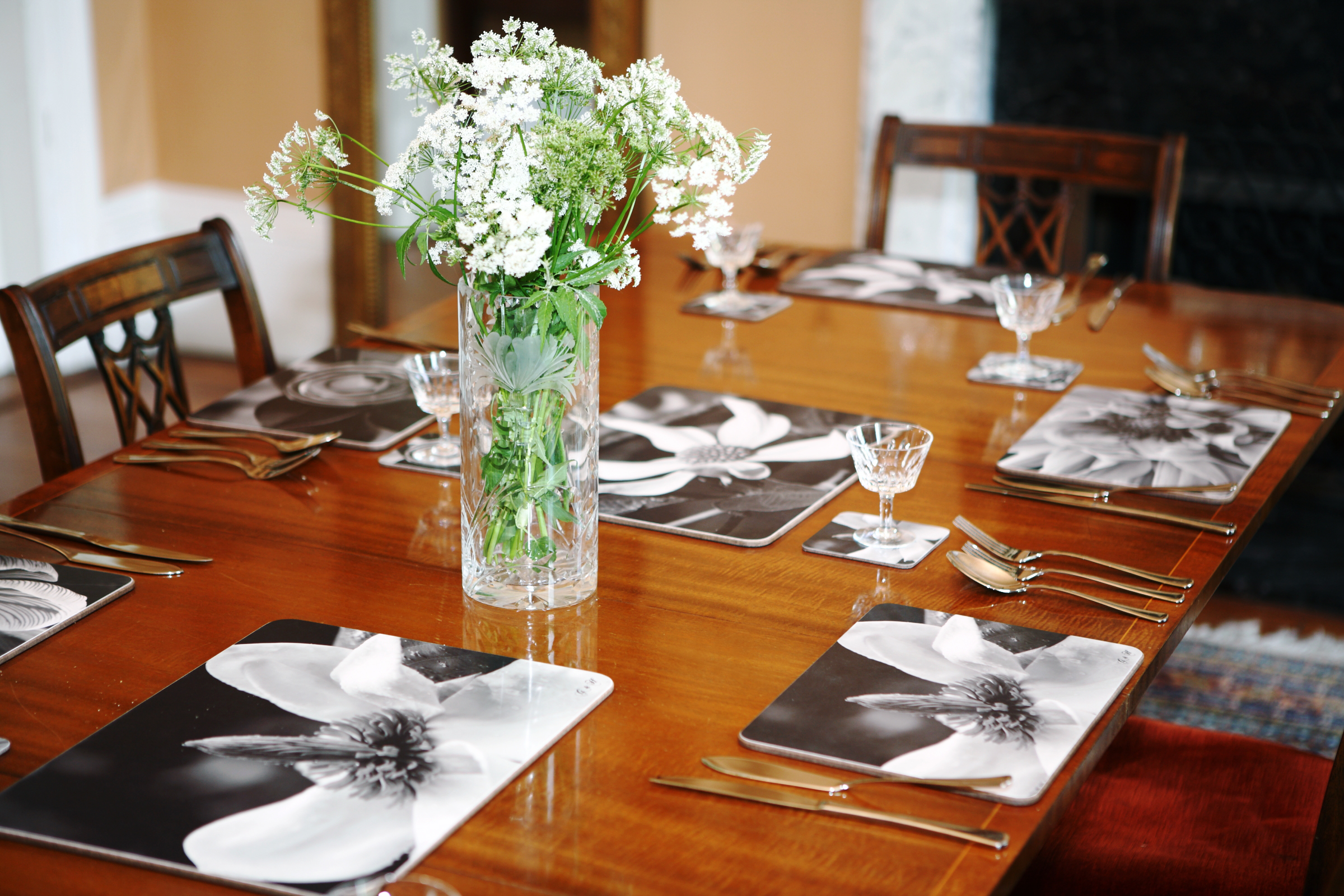 B&W placemats table laid_01
