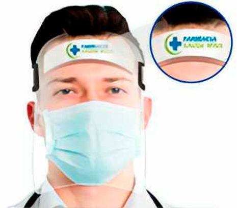 Médico usando Face shield personalizada
