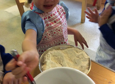 The children were carefully measuring and mixing the ingredients to make gingerbread. They enjoyed d
