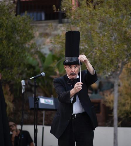 Magician Ron Lynch