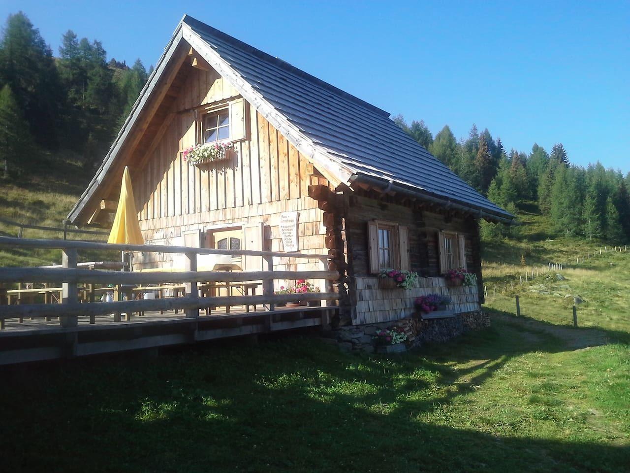 Hütte002.jpg