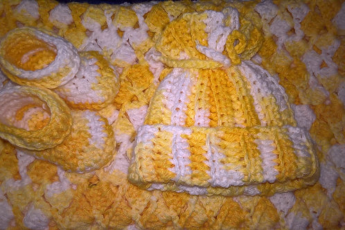 Baby blanket, hat and booties set