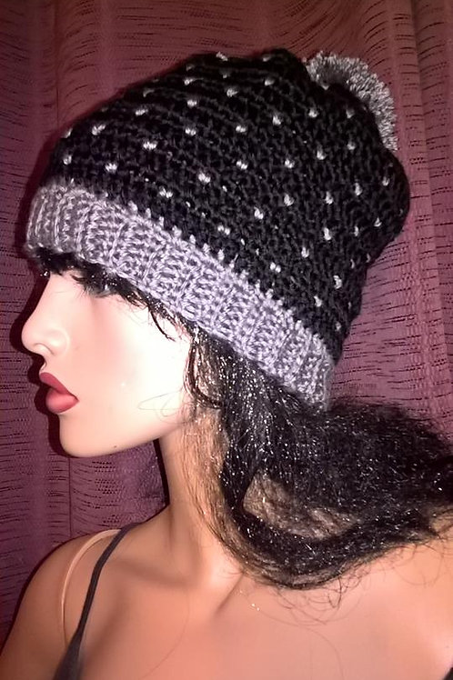 Snowfall hat with pompom