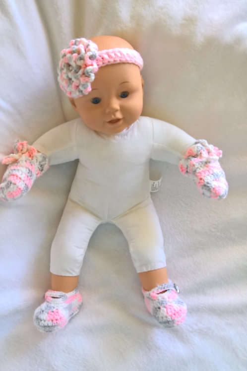 Baby hat, mittens, booties & bonnet