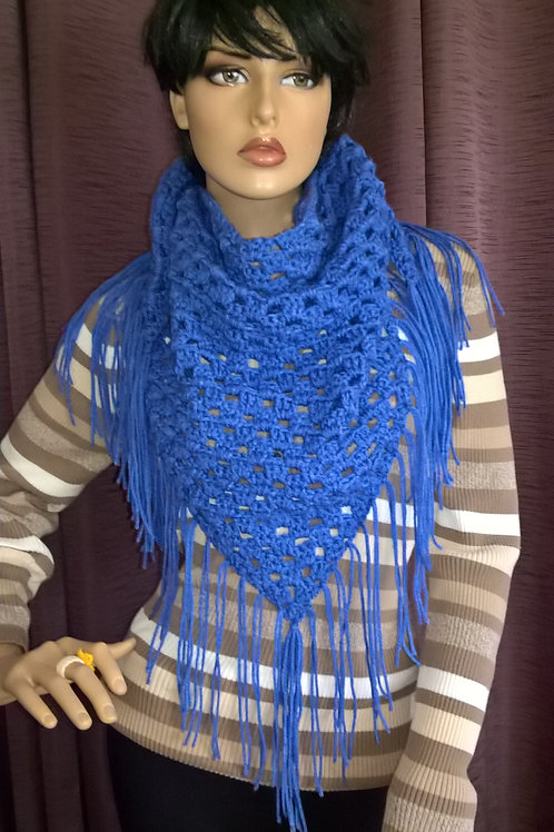 Triangle scarf with fringes
