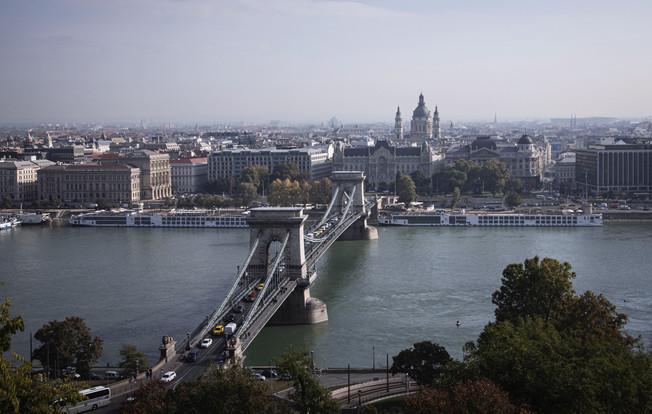 BudapestBridge_edited.jpg