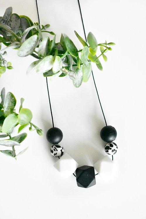 MONO - Teething nursing necklace