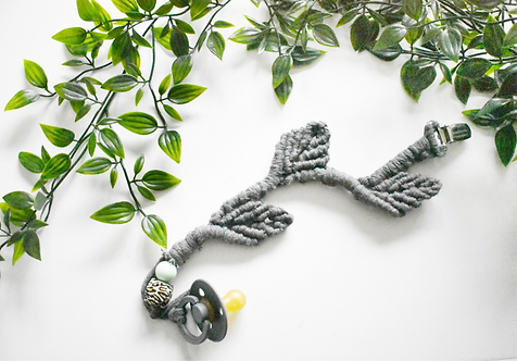 Exclusive leaf design macrame pacifier clip