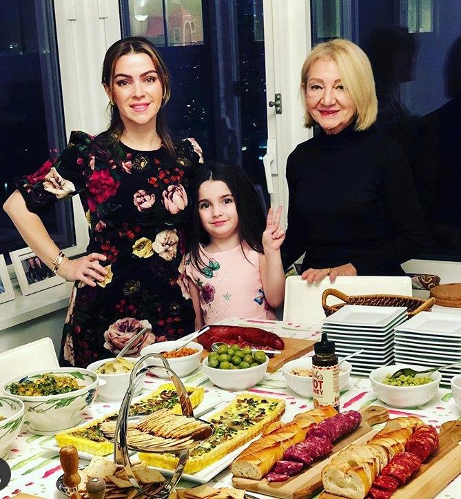 Three generations of Italian women