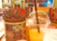 מיץ תפוים וסוקולנט.jpg