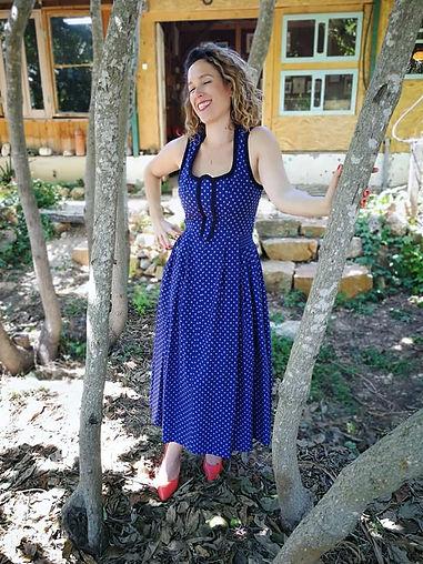יד 2 - פוסט 2 - שמלה כחולה.jpg