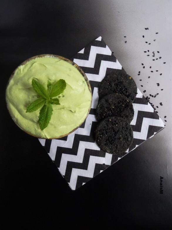 Mousse de petits pois façon mojito et crackers noir (vegan)
