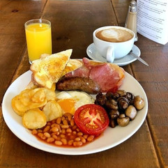 freshly cooked english breakfast at farringtons